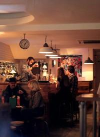 Charlies Bar